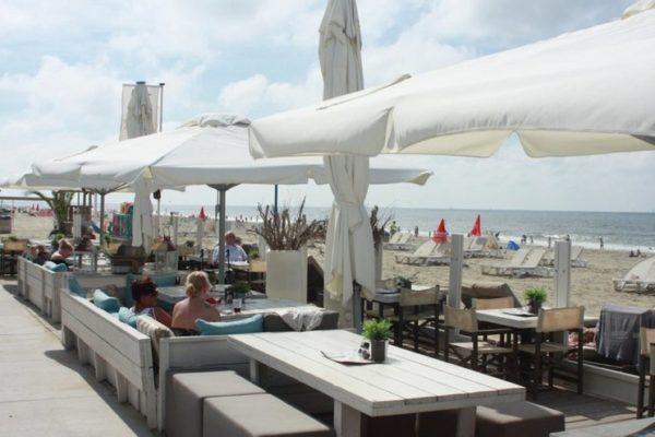 terras op het strand